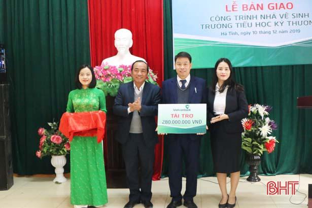 Vietcombank Hà Tĩnh bàn giao công trình phụ trợ cho Trường Tiểu học Kỳ Thượng